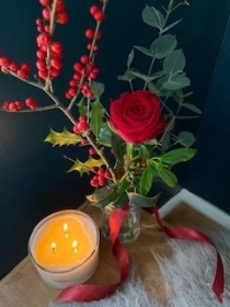 CHRISTMAS BEDSIDE ROSE VASE